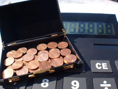 Münzen auf Taschenrechner - Thorsten Freyer - pixelo.de
