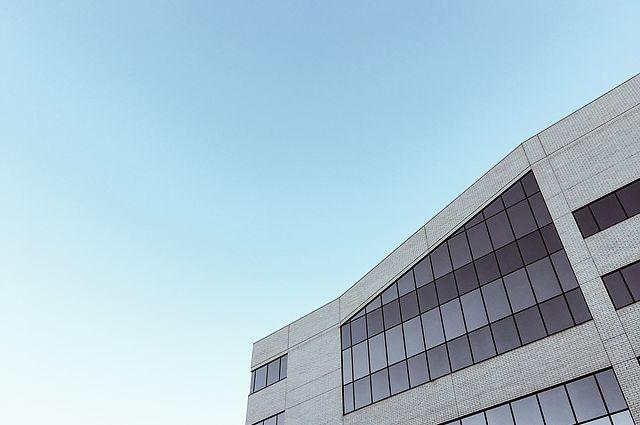 Modernes Unternehmensgebäude by Greg Rakozy / grakozy.com